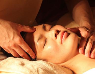 Tout savoir sur le massage au monoï